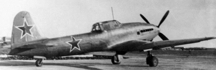 Avião de ataque experiente IL-16