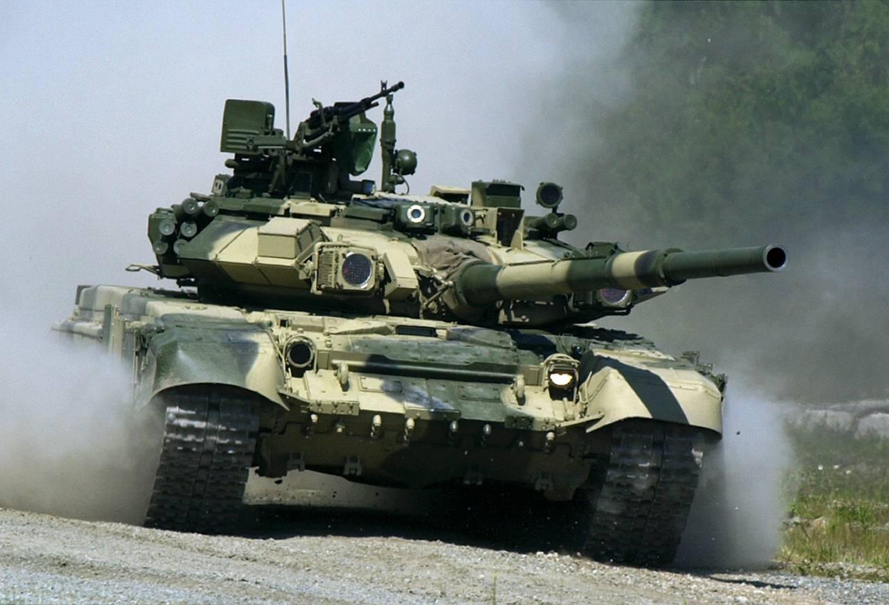Tanques russos marcaram nos Estados Bálticos. Avião da OTAN - não
