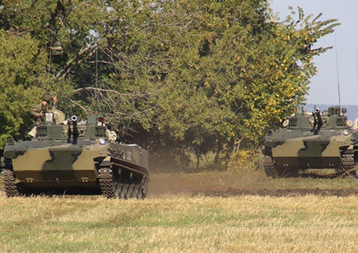 乌里扬诺夫斯克空降部队使用最新的BMD-4M和BTR-MDM战车进行了演习。