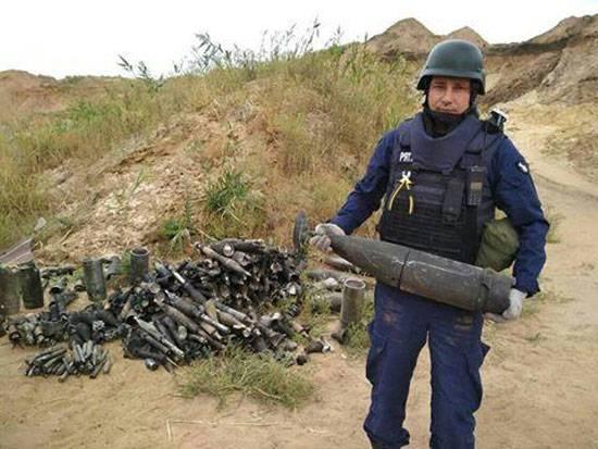 Quase 1,5 mil munições coletadas após um incêndio em um armazém perto de Mariupol