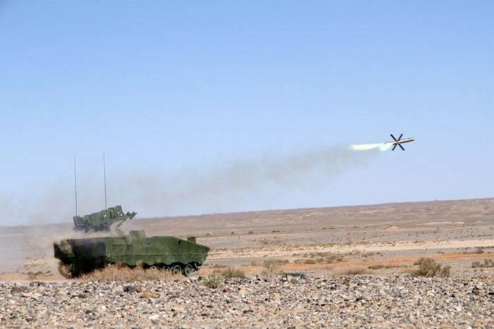 中国展示了新型反坦克导弹