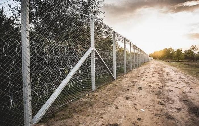 An der Grenze zwischen der Krim und der Ukraine wird ein 50-Kilometer-Zaun installiert
