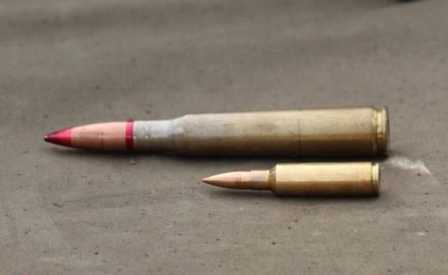 在乌克兰进行了STL-016步枪和苏联12,7-mm机枪的对比试验