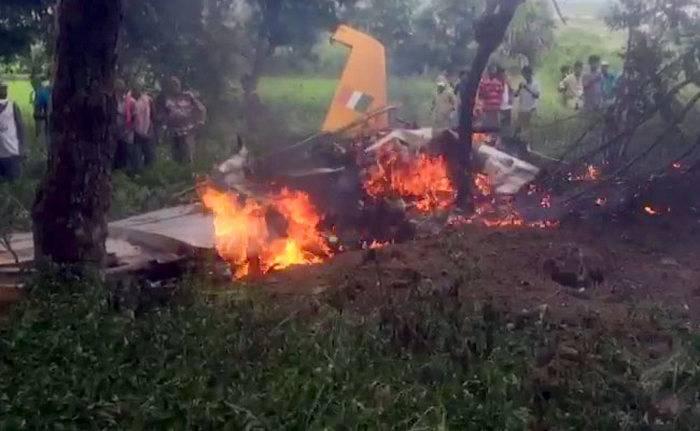 Um avião de treinamento caiu na Índia