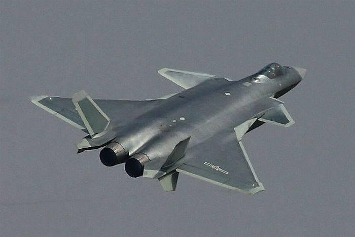 Lutador chinês J-20 adotado oficialmente