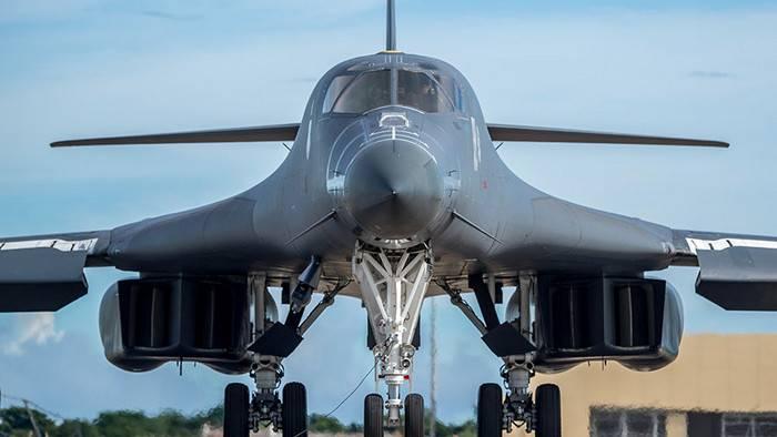 Medios: La Fuerza Aérea de los Estados Unidos durante el sobrevuelo de la RPDC se acercó a la base de submarinos en Sinpo