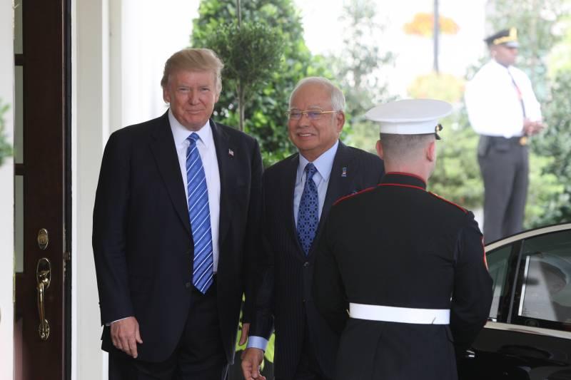 Говорит и показывает Запад: США больше не сверхдержава