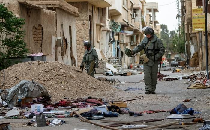 Ministère russe de la Défense: à Deir, ez-Zor a commencé à déminer des routes