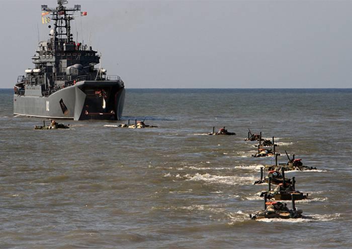 着陸演習はカスピ海で始まりました