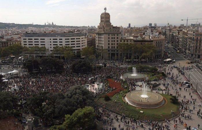 Многотысячные митинги против действий полиции проходит в Барселоне