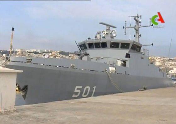 A estrutura da Argelia da Marinha entrou no navio de defesa das minas