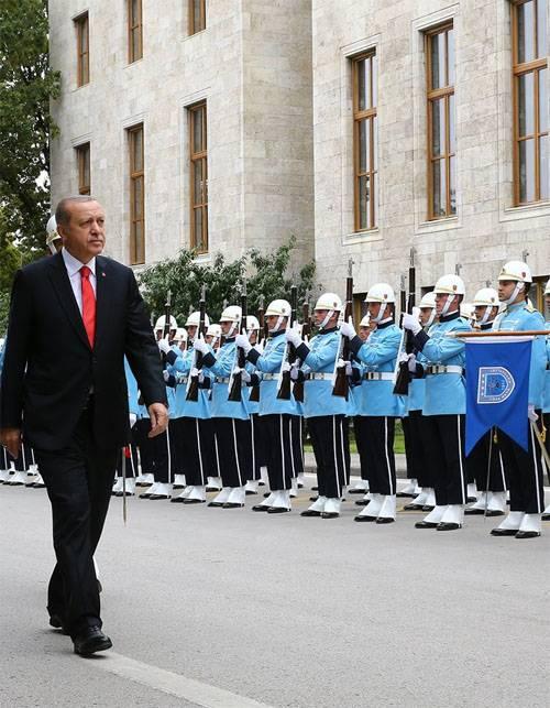 Escândalo de espionagem diplomático entre os Estados Unidos e a Turquia está ganhando impulso