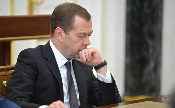 Medvedev: O terrorismo ocorre quando há uma intervenção externa destrutiva