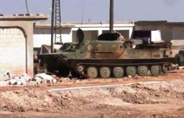 Le BTR-50 soviétique aide des forces spéciales de chars en Syrie