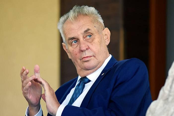 ミロスZemanはクリミアがウクライナのために失われると宣言しました