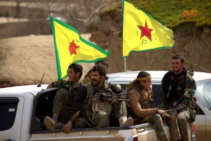 Los kurdos sirios acuerdan negociar con Damasco