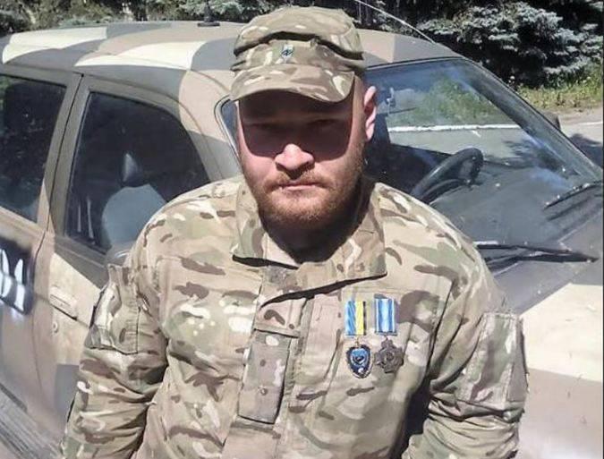 """単一のウクライナ過激派のサービスライン: """"Berkut""""  - ロシア軍 - ナチ大隊 """"Azov"""""""