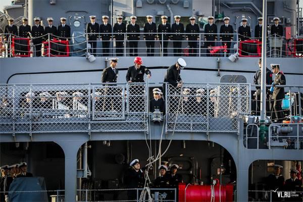 Los navegantes japoneses en Vladivostok se reunieron con la música de la caricatura sobre el capitán Vrungel.