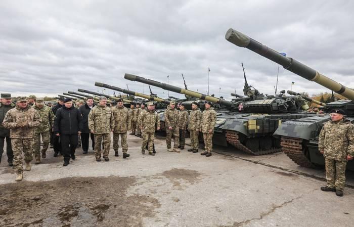 Порошенко: ВСУ доконца года получат около тысячи единиц военной техники