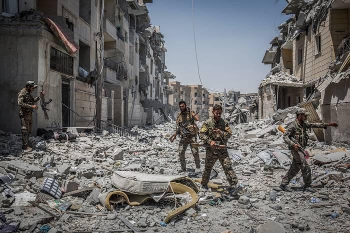 シリア軍はMeyadinを解放しました、米国の連合はラッカで立ち往生