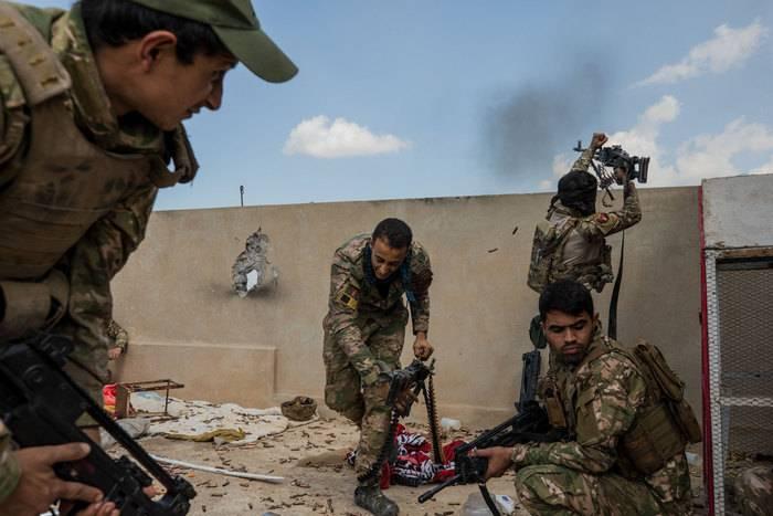 इराकी टैंक ने किरकुक में कुर्द पदों पर हमला किया