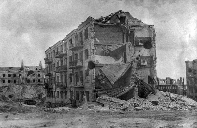 """Tanks drive through people like wood."" The third assault on Stalingrad. H. 2"