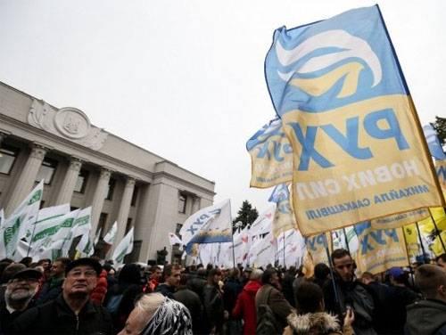 炮兵在基辅中心截击。 萨卡什维利集会支持者的恐慌