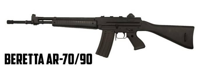 오래 된 소총과 이탈리아 무기 알바니아