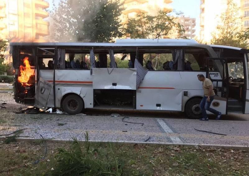 トルコの警察バスでの爆発