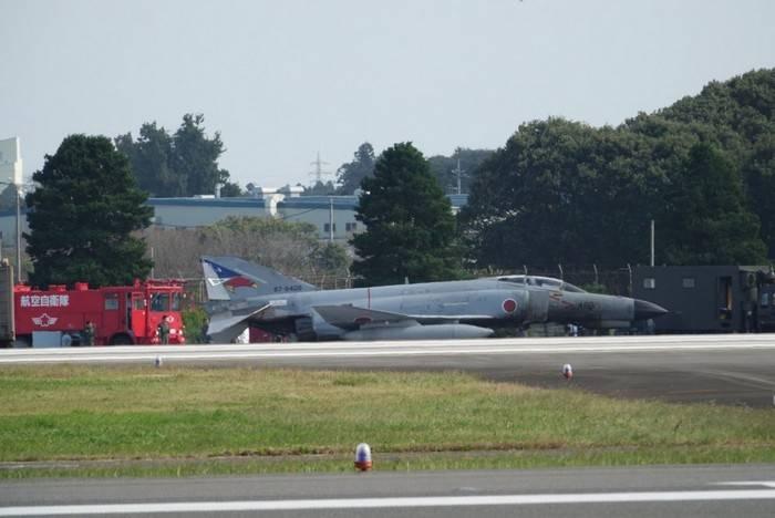 Истребитель зажегся вЯпонии при взлете из-за неисправности колес шасси
