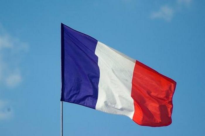 Fransa, ülkenin Suriye'de * IG * ile savaşmaya devam edeceğini söyledi