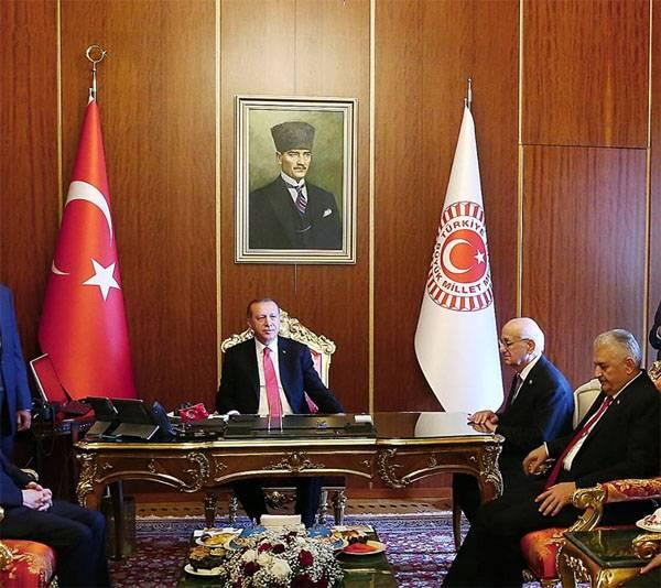 Erdogan ha invitato i paesi islamici del G8 ad abbandonare il dollaro e l'euro nel commercio