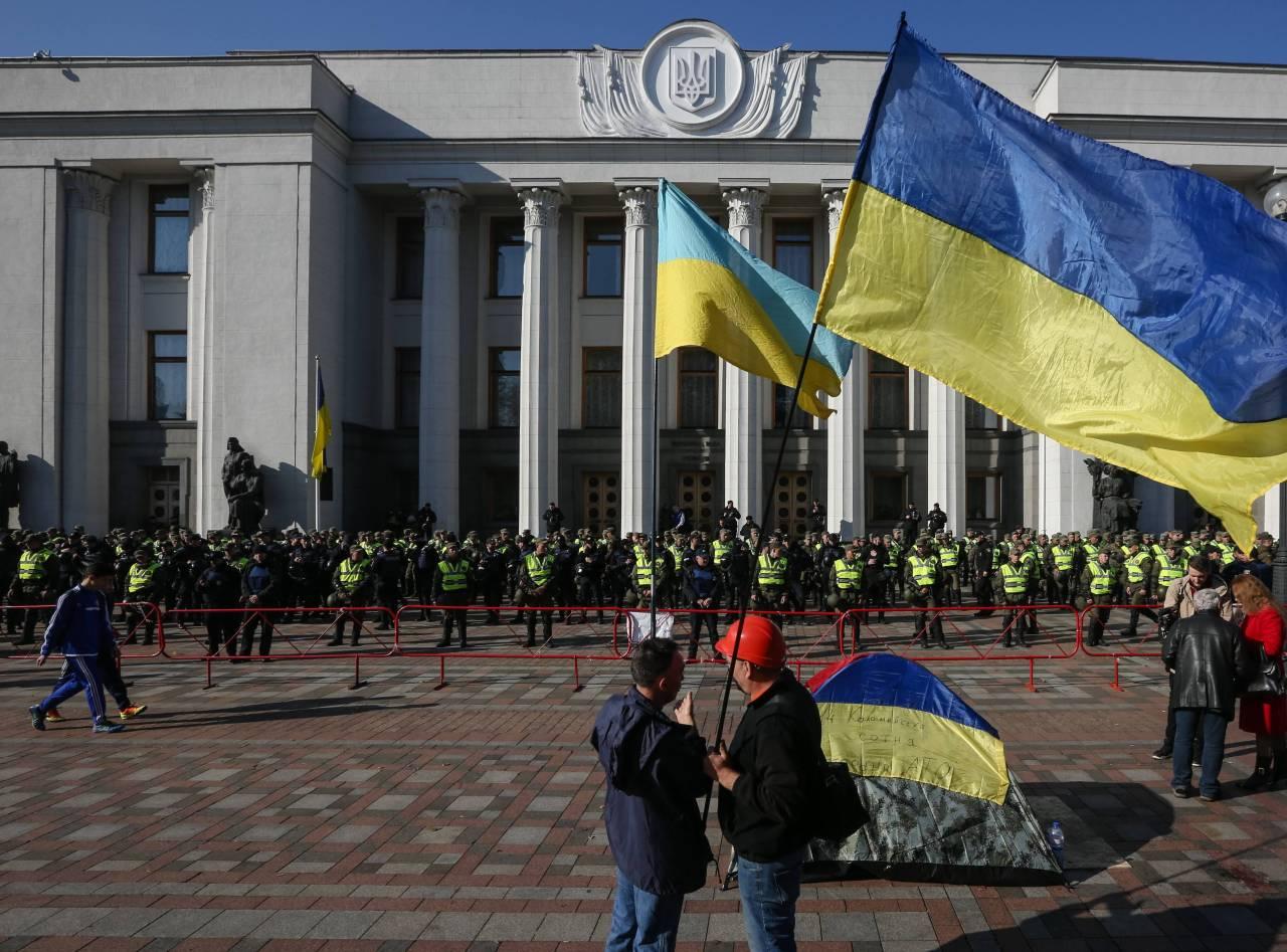 Чучело Порошенко, оседлавшего казака, появилось устен Рады