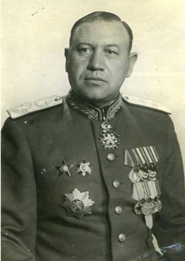 Kuzma Sinilov 지휘관
