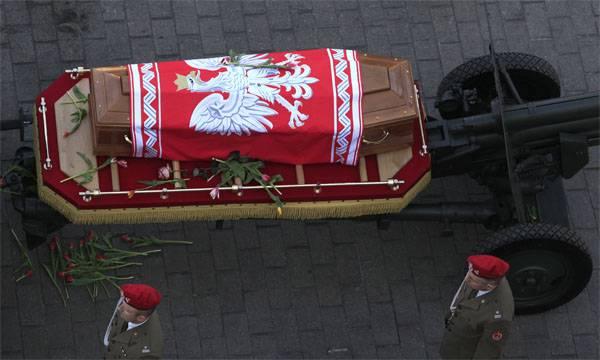 Tu-154 के बारे में पोलैंड मीडिया: हाँ, यह एक विस्फोट था ... लेकिन रिकॉर्ड काटा गया ...