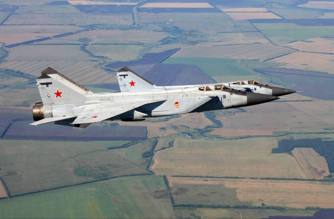 Русские истребители МиГ-31 выполнили маневры внебе приполярного Урала