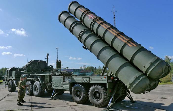 रूसी संघ के रक्षा मंत्रालय ने एस -400 ट्रायम्फ वायु रक्षा प्रणालियों का तीसरा रेजिमेंट सेट प्राप्त किया