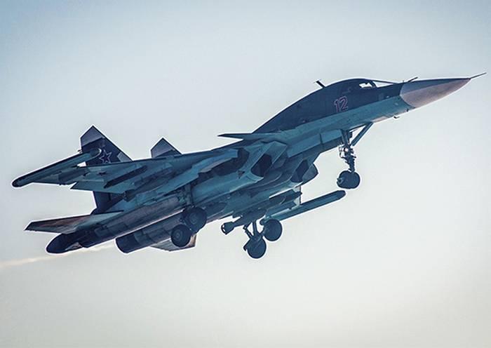 """船员Su-34 ZVO使用复杂的电子抑制""""Khibina"""""""