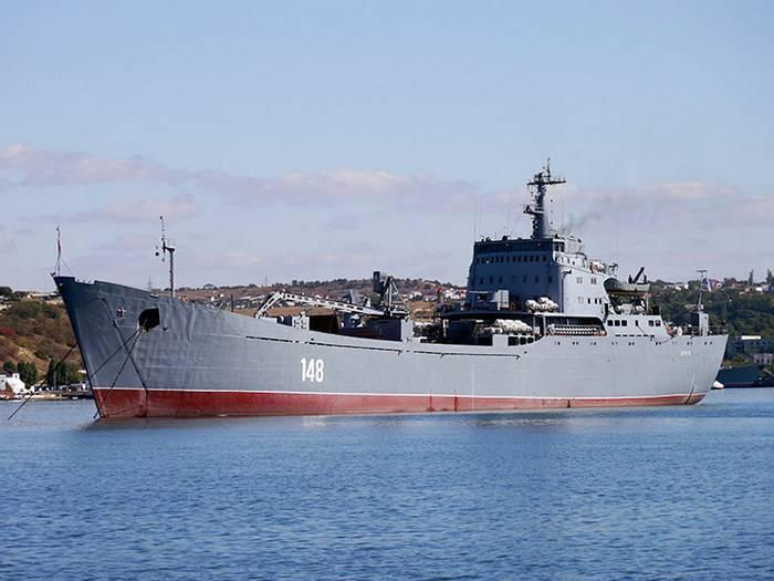 """흑해 함대 """"오르 스크""""의 BDK는 예정된 수리 후 바다로 갔다."""