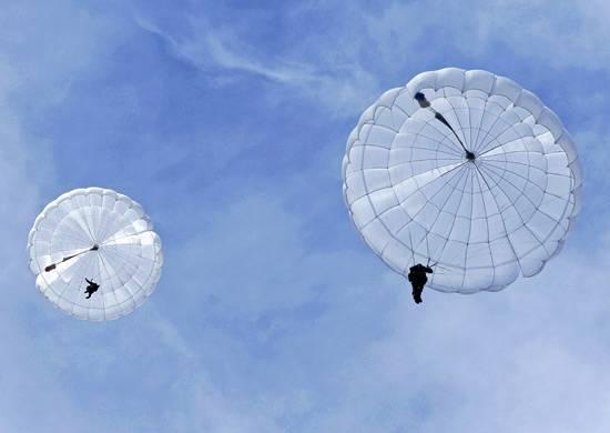 直到今年年底,空降部队将收到数千架新降落伞10。