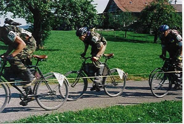 Соревнования швейцарских военных велосипедистов