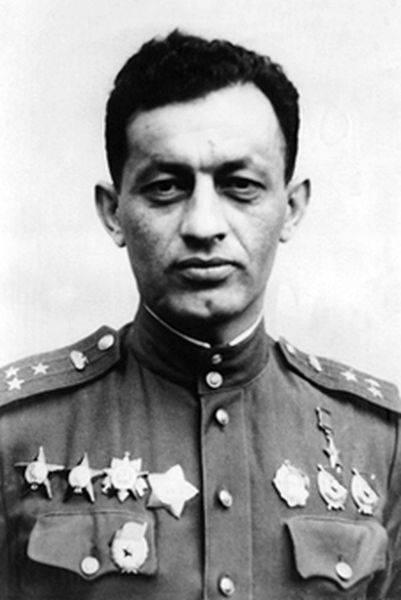 El petrolero armenio más famoso. Mariscal en jefe de las Fuerzas Blindadas Amazasp Khachaturovich Babajanyan
