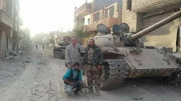 SAA坦克在Deir-ez-Zor的街头战斗中