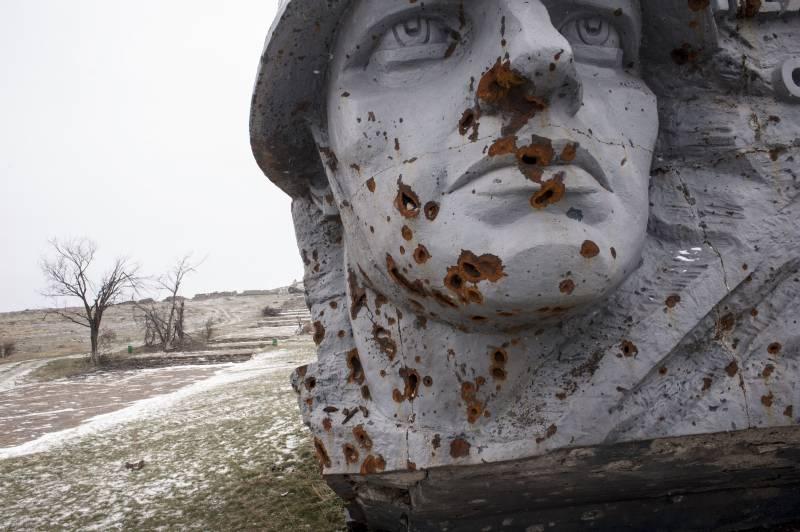 Так почему русские так нелогично воюют? Запад знает ответ