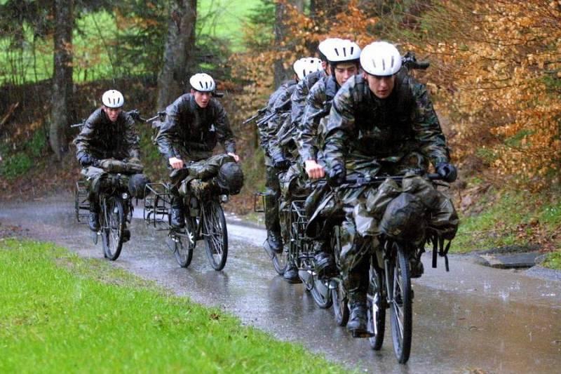 Asker ve yağmur bir engel değil