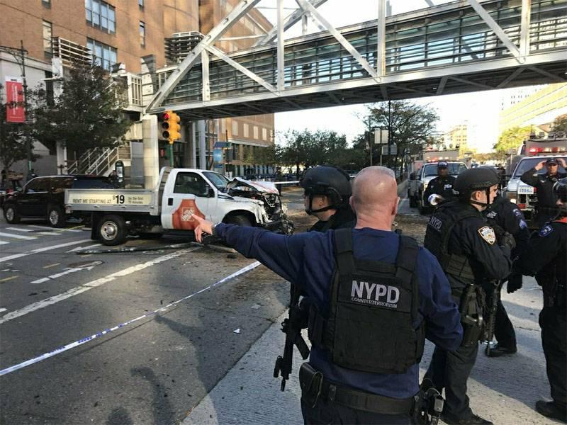 뉴욕에서의 테러 공격의 결과로 최소한 8 사람들이 사망했습니다.