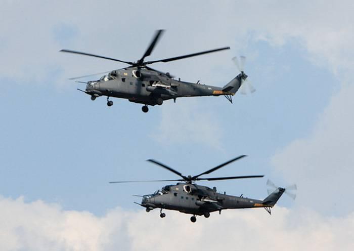 범용 공격 헬기 Mi-35은 프 스코프 지역에서 헬리콥터 연대 ZVO에 진입했습니다.