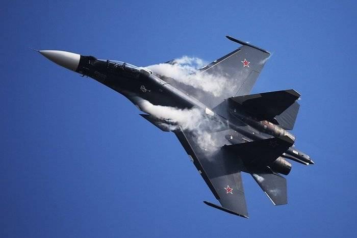L'esperto ha spiegato come l'F-15 e l'F-22 siano inferiori al russo Su-30SM