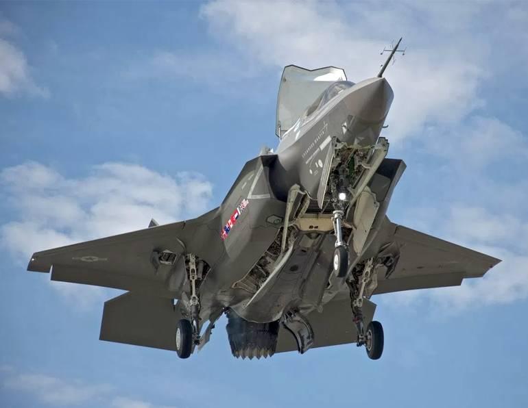 ノルウェーはF-35Aの最初のバッチを受け取ります