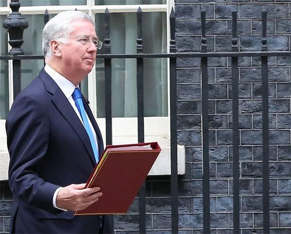Der britische Verteidigungsminister trat wegen der Knie der Frauen zurück